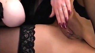 Finger-tickling And Gobbling Her Hairy Cooch - Julia Reaves
